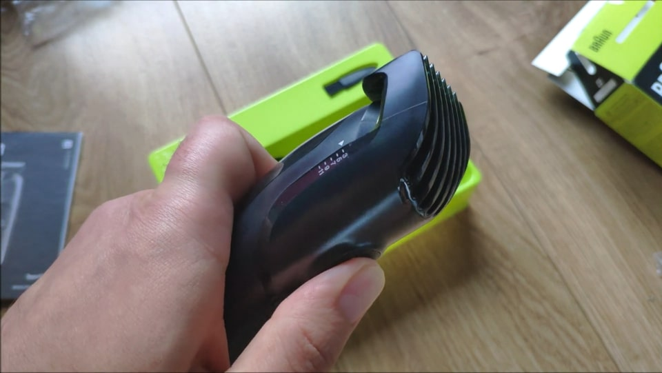 Braun MGK3021 all-in-one trimmer with a beard comb.