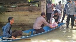 Polres Tebo Bersama Polsek Muara Tabir Berikan Bantuan Bagi Warga Terdampak Banjir