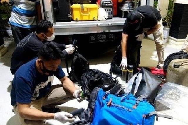 2 WNA Kru Film Dokumenter Disetop Petugas Pos Penyekatan Mudik di Aceh