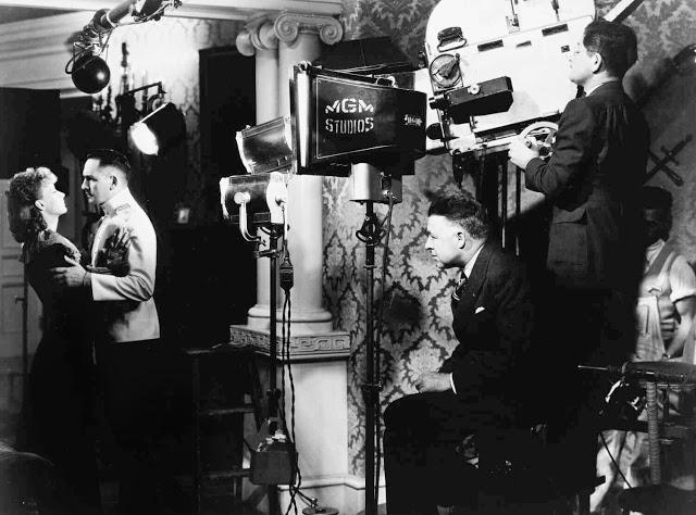 Foto dos bastidores do filme Anna Karenina, de 1935.
