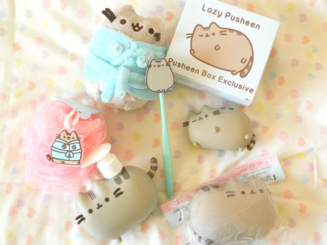 A photo showing all of the items from the Autumn 2018 Pusheen Box