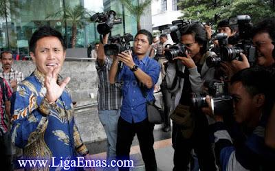 http://ligaemas.blogspot.com/2016/12/komedian-sekaligus-politikus-pan-eko.html
