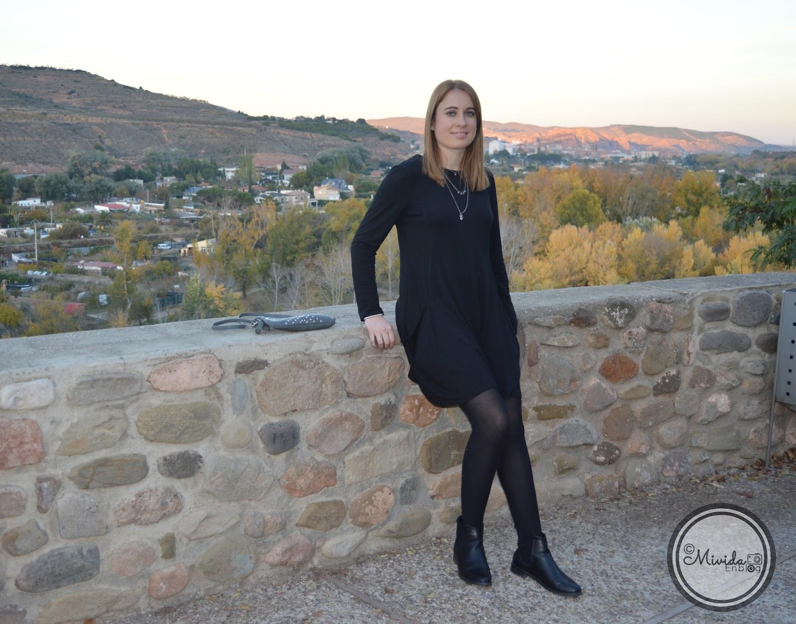 Combinar vestido negro manga larga