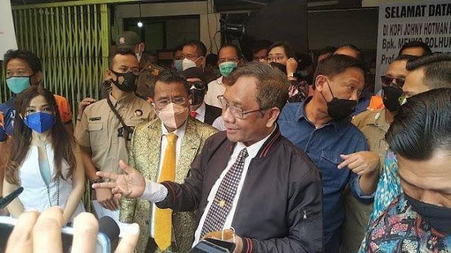 Hotman Tanya soal Sikap Hakim di Sidang Habib Rizieq, Ini Kata Mahfud