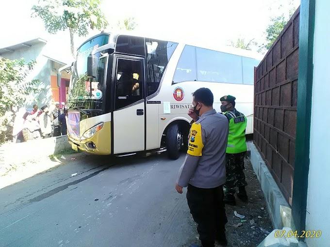 Santri Tangguh ,Pemkab Jember  230 Santri Al -Amin Sabrang Ambulu Rapid Test Syarat Kembali Ke Pompes Lirboyo Kediri.