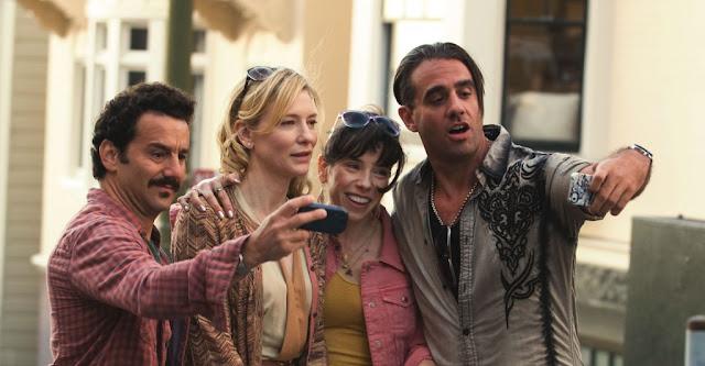 Los tres personajes de la derecha, son los actores Cate Blanchett, Sally Hawkins y Booby Canavale