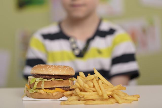 Тийнейджър ослепя и оглуша, хранил се само с чипс и пържени картофи