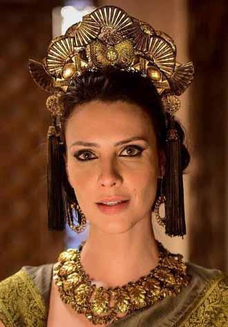 Camila Rodrigues como Nadi