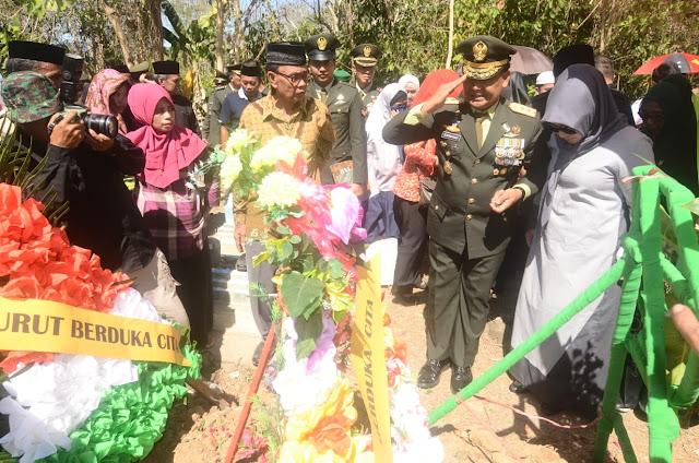 Pangdam XIV/Hsn Bertindak Irup di Pemakaman Mayjen TNI (Purn) Zainal Basri Palaguna