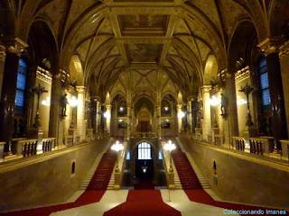 Escalera principal del parlamento de Budapest