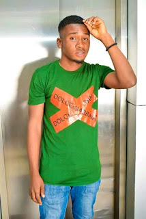 """[news] Fans show popularly Singer real Izzypee love while performing his hit song """"Happy day"""