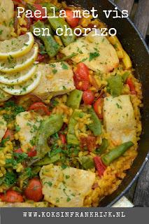 Paella: lekker makkelijk eenpans gerecht. Met vis, chorizo, tomaat, parika en rode ui.