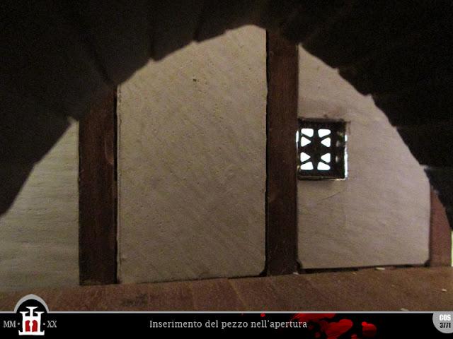 Inserimento del pezzo nell'apertura della finestra