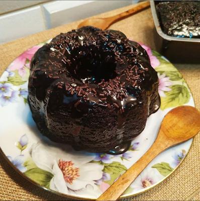 10 Resepi Kek Coklat Moist Mudah - Tanpa Mixer Pun Boleh ...