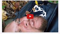 شاهد بالفيديو مصاب في حادث سير يصور فيديو الوداع الأخير لعائلته