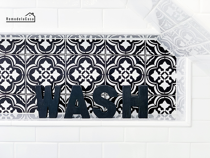 Moroccan black and white decor tile in shower niche