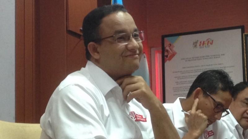 Anies Baswedan tersenyum saat acara pertemuan dengan PWI