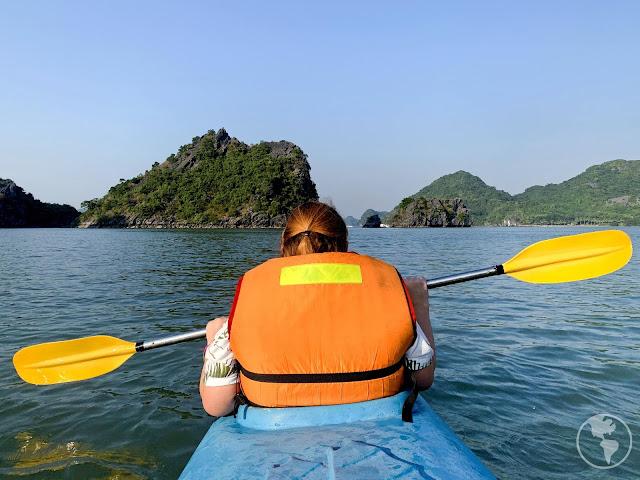 Caiaque na Ha Long Bay no Vietnã