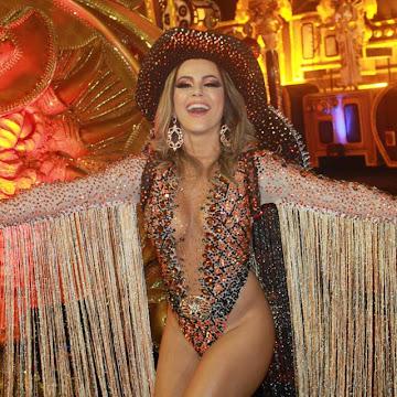Ex-panicat Tânia Oliveira desfila de 'cowboy girl' pela Dragões da Real