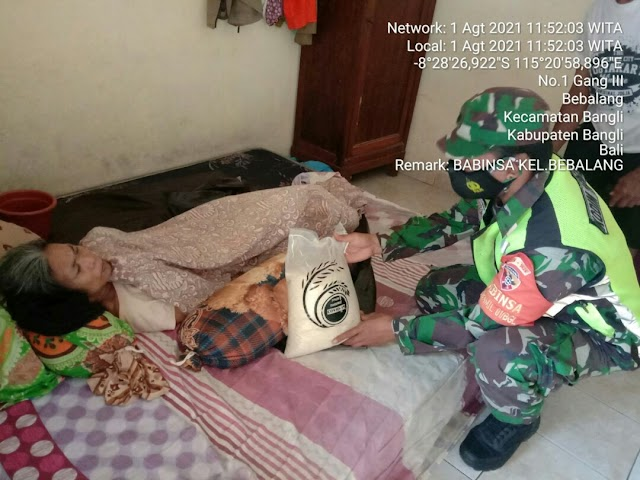 BABINSA KODIM BANGLI SALURKAN BANSOS PEDULI COVID -19 TERHADAP WARGA KURANG MAMPU