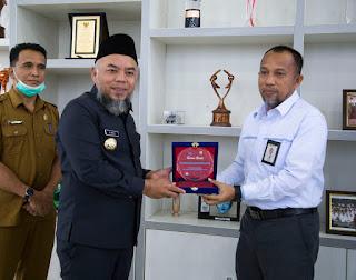 Pemkab Labuhanbatu Menerima Reward Dari PT PLN UP 3 Rantauprapat