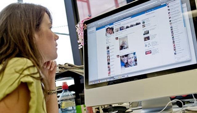 El interés por las redes sociales se reduce un 50% una vez que culmina el horario laboral
