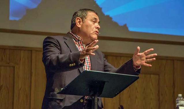 Pastor realiza reuniões de oração diariamente com sua igreja há 24 anos, nos EUA