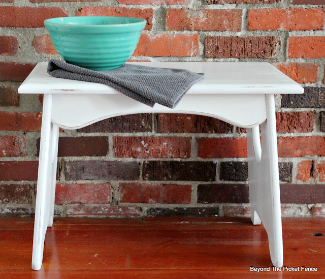 transform a wood stool from the thrift store with Fusion Mineral Paint