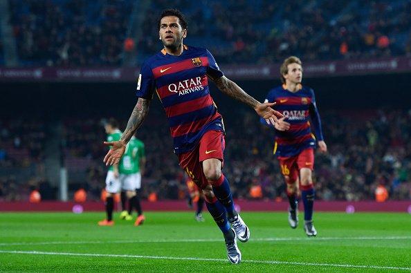 Để chuẩn bị cho một tương lai xa không có Dani Alves, Barca đã từng dùng 10 cầu thủ khác thi đấu cho vị trí hiện tại của anh nhưng đều thất bại.
