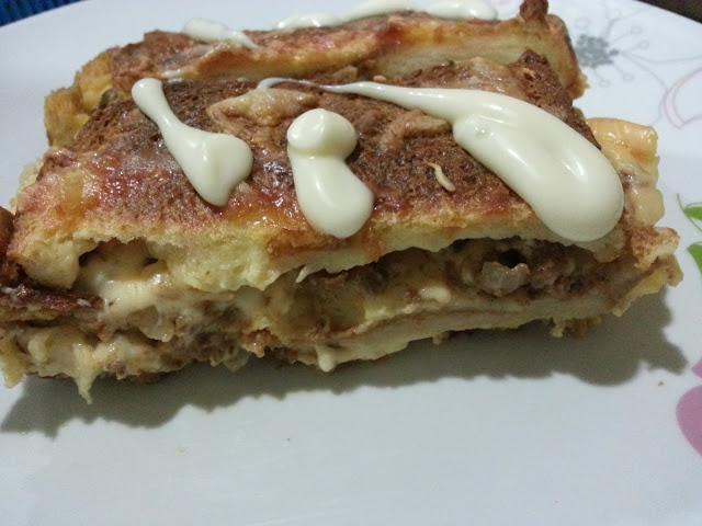 http://www.ceriteraibu.com/2013/07/roti-lapis-daging-berkeju.html
