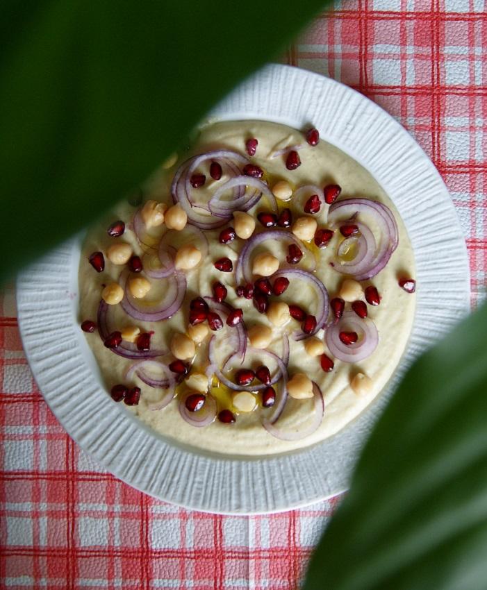Hummus jaglany z granatem