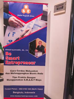 stand banner be smart entrepreneur bersama pak ahmad
