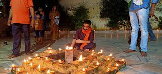 छात्र मिलन प्रमुख ने मंदिर पर जलाये 500 दीये | #NayaSaveraNetwork