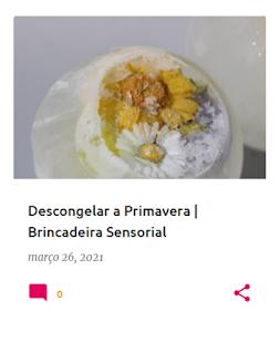 Flores que estão congeladas em ovos de gelo
