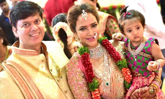 Lakshmi Manchu Profile Biodata Biography Family Photos