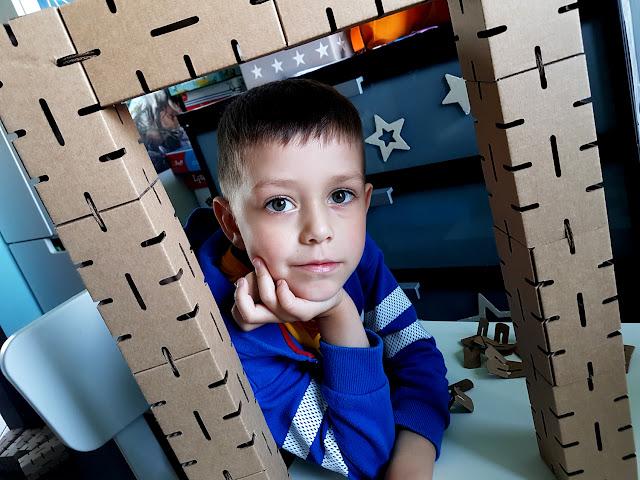 klocki Cardblocks - Egmont - klocki do samodzielnego złożenia - klocki konstrukcyjne - prezent na Dzień Dziecka - klocki dla dzieci