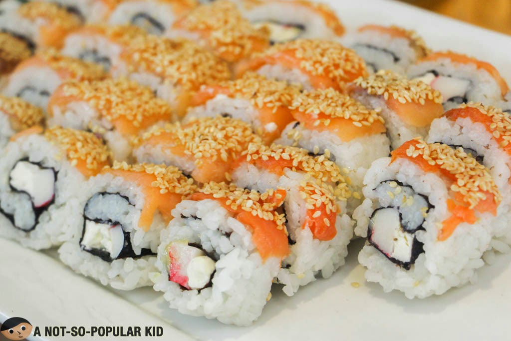 The interestingly flavored Philadelphia Maki of F Day All Day Dining