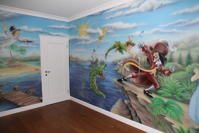 Aranżacja ściany w pokoju chłopca, malowidło ścienne 3D przedstawiające Piotrusia Pana