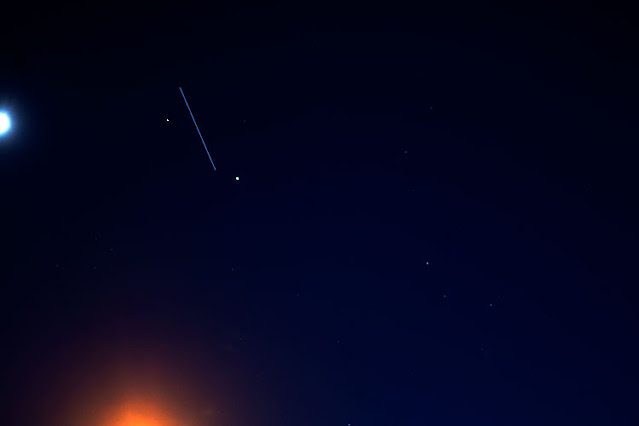 ISS passes between Jupiter and Saturn, DSLR, 55mm, 10 seconds (Source: Palmia Observatory)