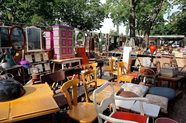 Αρπάζουν ακόμα και τραπέζια για χρέη – Πρωτόγνωρες σκηνές – Με δάκρυα στα μάτια Έλληνες πολίτες (ΒΙΝΤΕΟ)