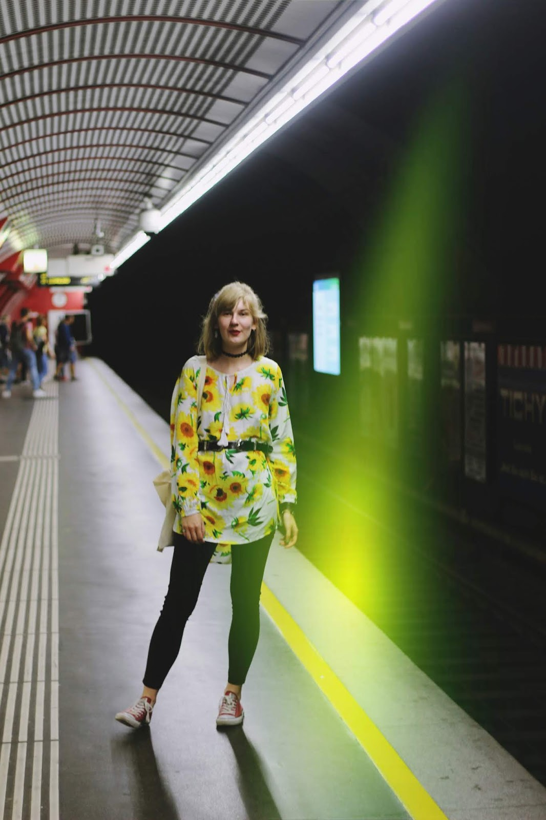 filipa canic, youarethepoet, you are the poet blog, filipa canic blog, zaful, sunflowers dress, vienna, ubahn,