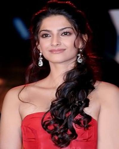 Bollywood actress Sonam Kapoor Upcoming Movies List 2016, 2017, 2018 on Mt Wiki. wikipedia, koimoi, imdb, facebook, twitter news, photos, poster, actress updates of Sonam Kapoor