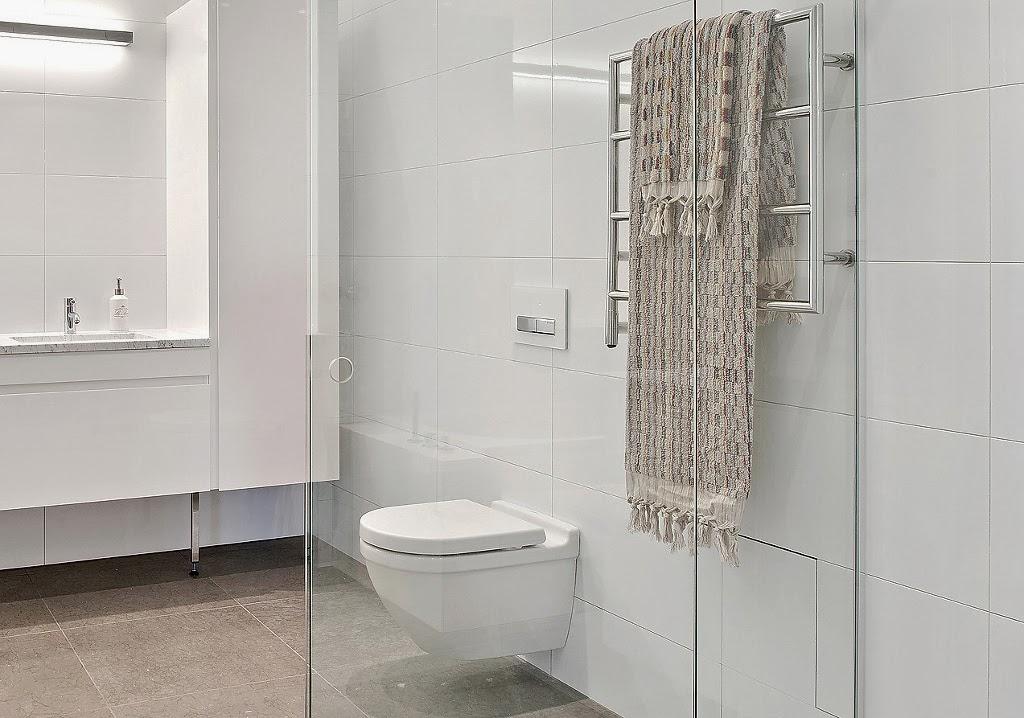 Klasyczny, elegancki salon i nowoczesna kuchnia - wystrój wnętrz, wnętrza, urządzanie domu, dekoracje wnętrz, aranżacja wnętrz, inspiracje wnętrz,interior design , dom i wnętrze, aranżacja mieszkania, modne wnętrza, styl klasyczny, styl nowoczesny, biała łazienka