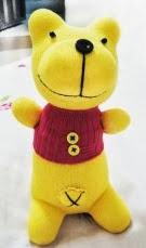 http://manualidadesreciclables.com/713/como-hacer-a-winnie-pooh-con-calcetines