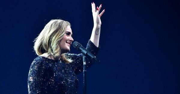 Adele furiosa por ter fotos pessoais vazadas