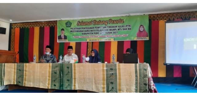 Ahmad Yani  Buka Pelatihan Penyusunan PTK