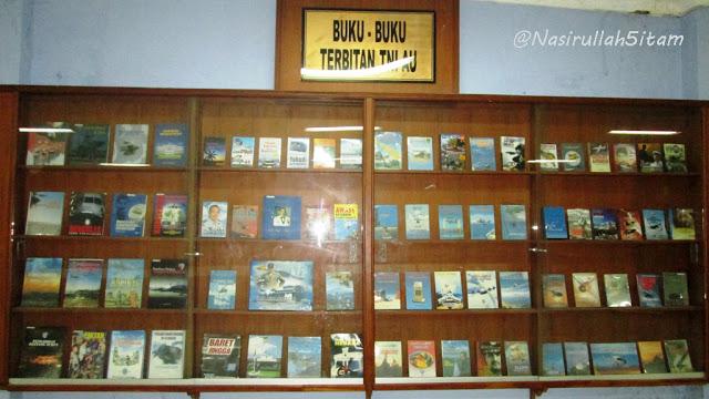 Koleksi buku terbitan TNI AU