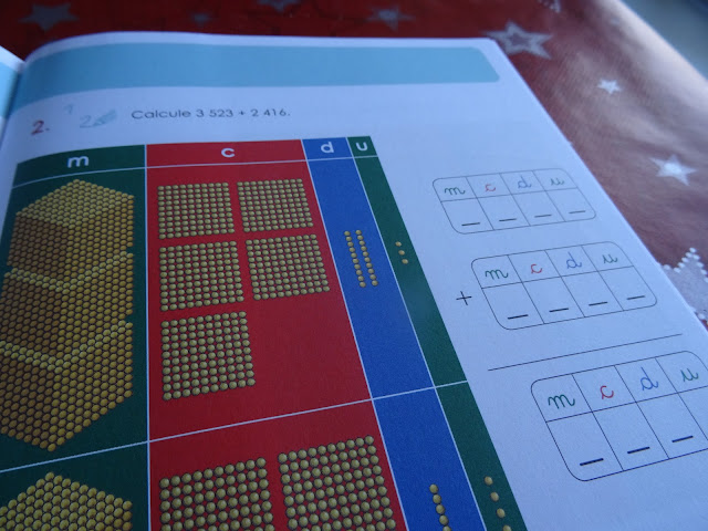 Poser son addition et calculer avec la banque montessori