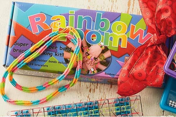 'Rainbow Loom'- the new fashion craze in Britain and America