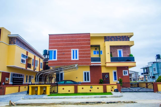 NEWLY BUILT SMART 5 BEDROOM FULLY DETACHED WITH A BQ AND 4 BEDROOM SEMI DETACHED DUPLEX WITH A BQ, BY CHEVRON TOLL GATE, ORCHID HOTEL ROAD, LEKKI, LAGOS (HOUSES FOR SALE)